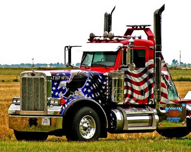 Camión de la bandera de del águila americana