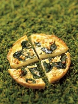 Klassieke quiche met feta, pijnboompitten en spinazie: Food Pleasures, Quiches, With A, Feta Recipes, Klassiek Quiches, Food Heavens, Spinach Quiches, With Feta, She Andin