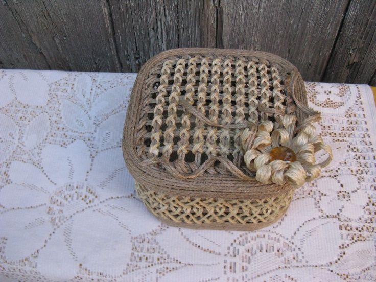 Мастер-класс шкатулки плетеной из джута 2 часть. Делаем дно и крышку для шкатулки. Украшаем крышку вышивкой крестиком. Большая круглая шкатулка.