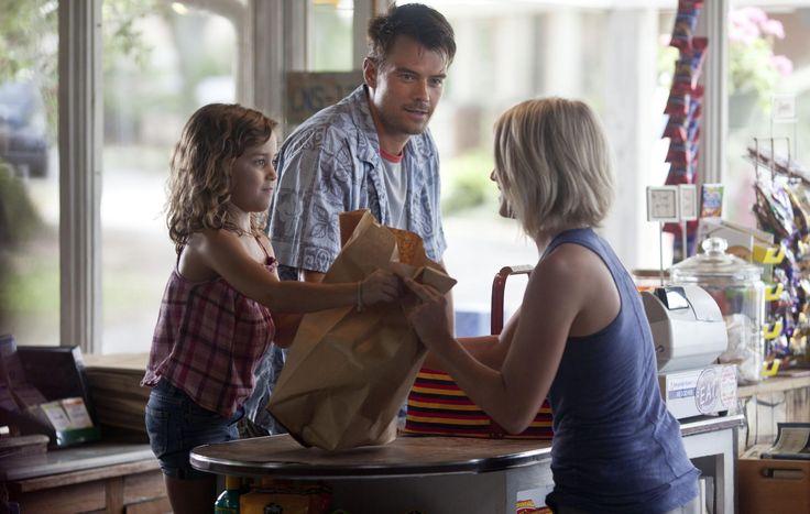 Still of Josh Duhamel, Julianne Hough and Mimi Kirkland in Safe Haven (2013) http://www.movpins.com/dHQxNzAyNDM5/safe-haven-(2013)/still-831040512