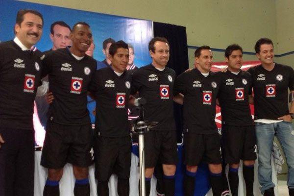 Presentan nueva playera alternativa de Cruz Azul