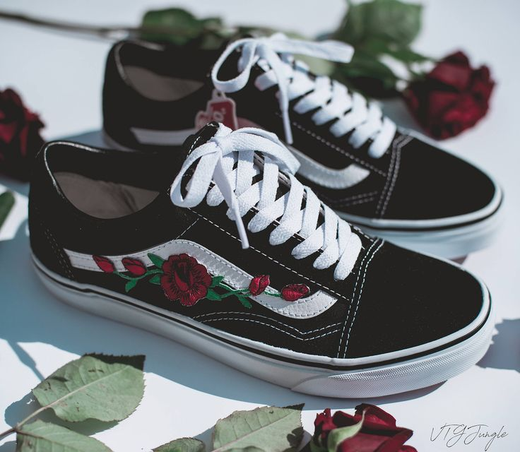 English: Vans Old Skool Custom with Rose Embroidery I got a lot of ...