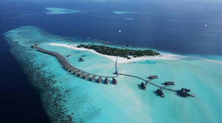17. Cocoa Island Resort, Maldiverna  Denna pärla i Indiska oceanen ser ut som paradiset på jorden. Här finns dykning och snorkling runt hörnet, färsk hummer i restaurangen och bungalower i vattnet. Men smakar det så kostar det. Priser från drygt 5 000 per natt.