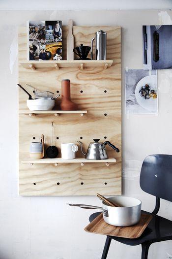 初心者さんでも簡単♪ いろいろ作れるベニヤDIY始めませんか?   キナリノ キッチンツールの収納に。小物もすっきりまとまりますね。