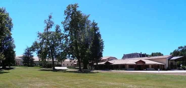 Venez à la découverte du château Fourcas Hosten dans l'appelation Médoc. Pour cela il vous suffit de réserver votre visite sur Wine Tour Booking