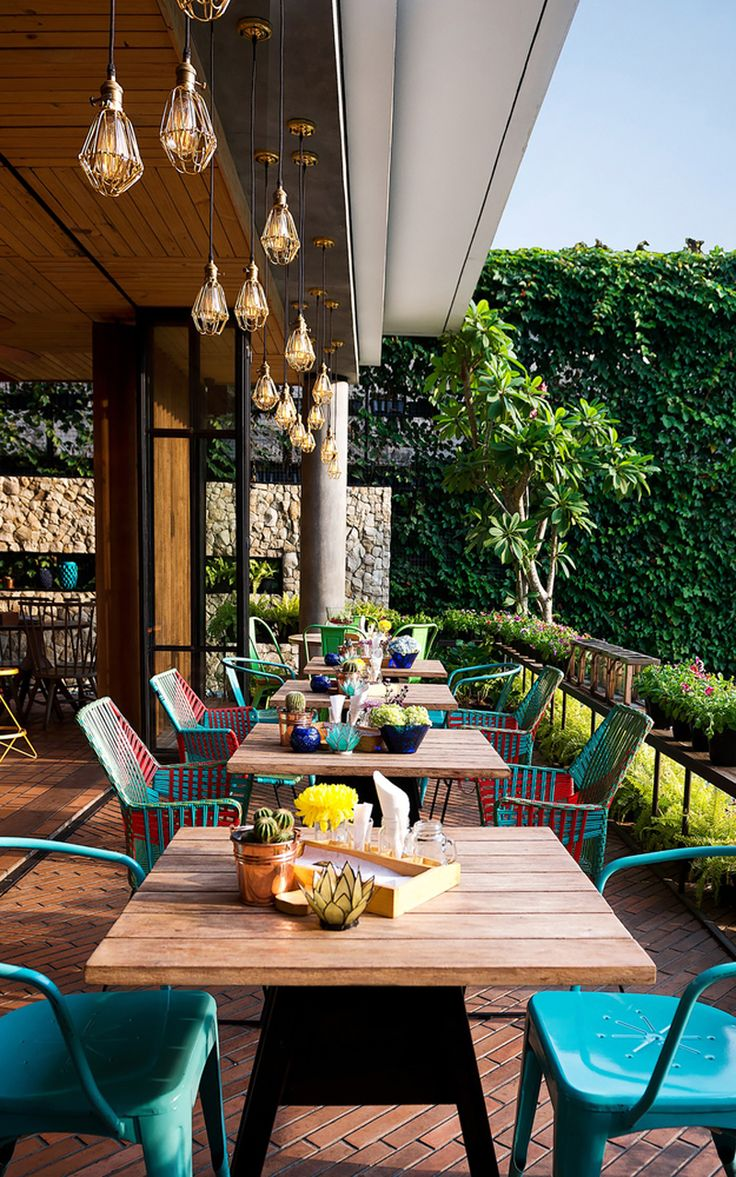 Lemongrass: A Casual Dining Restaurant in Bogor, West Java, Indonesia | http://www.designrulz.com/design/2015/08/lemongrass-a-casual-dining-restaurant-in-bogor-west-java-indonesia/