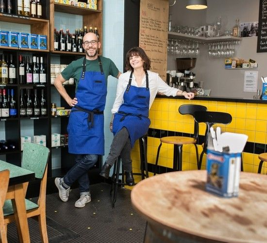 Best 25 restaurant uniforms ideas on pinterest cafe uniform waiter uniform and apron - Tabliers de cuisine originaux ...