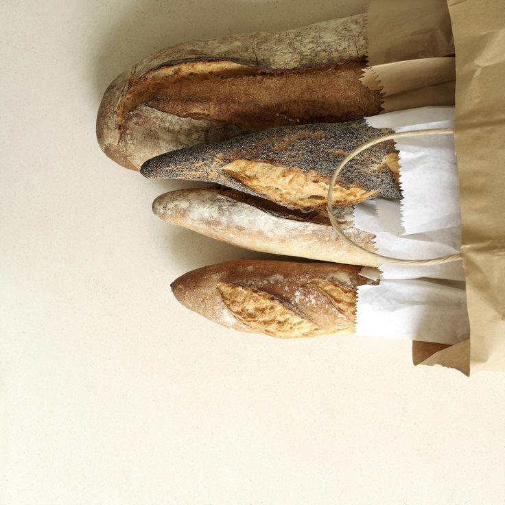 Pane alla francese fatto in casa con la macchina del pane. La macchina per il pane è un elettrodomestico utilissimo. Scori di più.  Bread