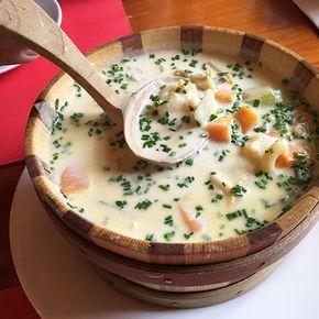 Découvrez notre succulente recette de la soupe du chalet. Voici la recette pour pouvoir réaliser cette délicieuse soupe typiquement Suisse.