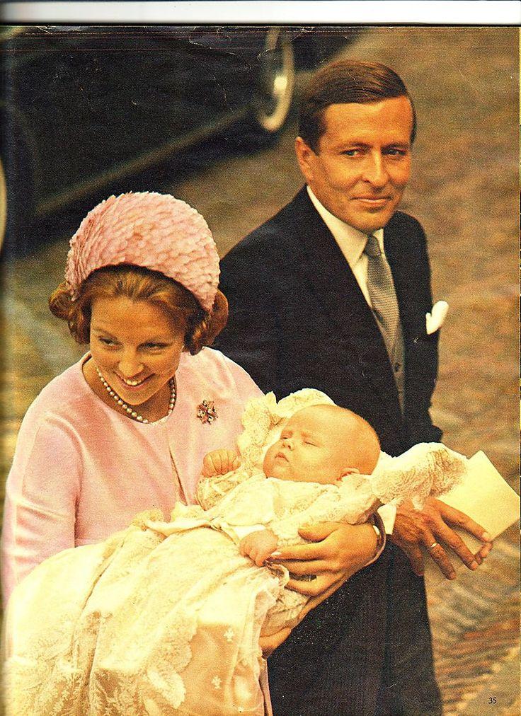 Een prachtige foto van Beatrix en Alexande: Princess Beatrix The Princess of Orange, Prince Claus and Prince Willem-Alexander
