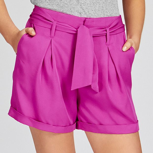 A vibrant update to a statement style that is perfect for the warmer weather. These pleated shorts feature a high waist, zip fastening, single pleat front and turned up cuffs. This on-trend style is made from a lightweight fabric and is finished with a removable fabric belt. A versatile style you can wear dressed up or down with the well thought out pieces from the Dannii Minogue Petites range.