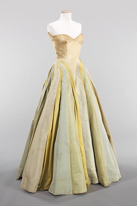 great use of fabric colors and seaming. such visual interest! (charles james - 1947)