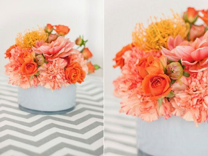 roses miniatures, chrysanthèmes et œillets en couleur pêche