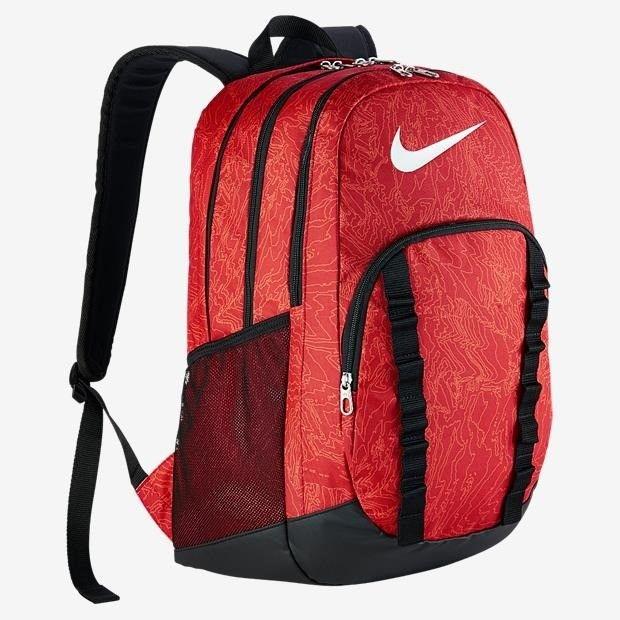 A Mochila Nike Brasilia 7 Graphic Unissex é ideal para trabalho, escola e pequenas viagens! Possui três compartimento com fechamento em zíper duplo.