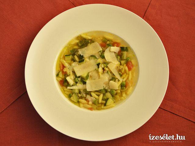Rusztikus, tavaszi minestrone leves