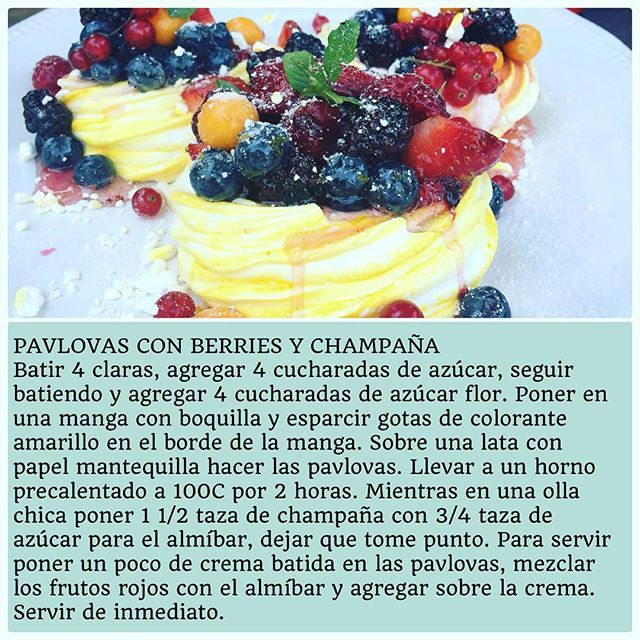 """Receta de Pavlovas con Berries y Champaña"" Photo taken by @virginiademariaoficial on Instagram, pinned via the InstaPin iOS App! http://www.instapinapp.com (12/17/2015)"
