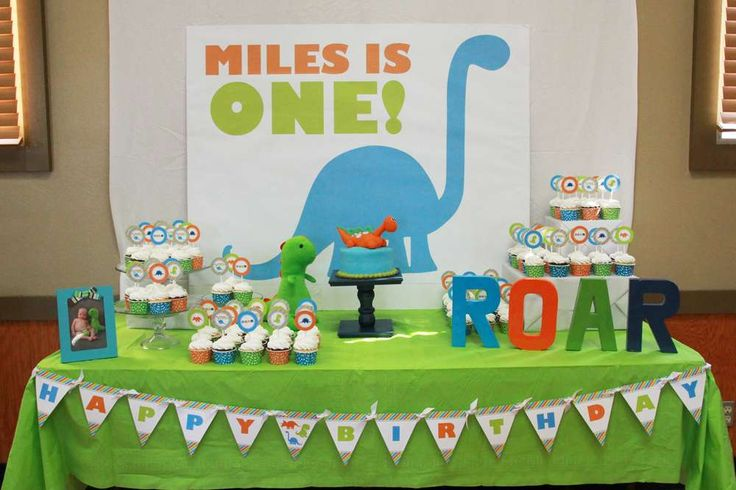 Dinosaurs birthday party table! See more party ideas at CatchMyParty.com!