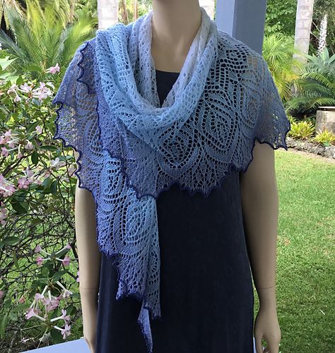 226 best sjawls (free knitting patterns) images on Pinterest | Knit ...