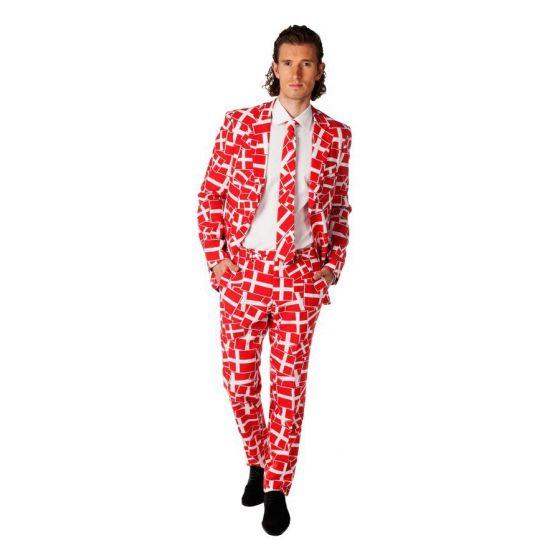 Rood pak voor heren met een all-over print in Denemarken thema. Het pak is gemaakt van hoogwaardig polyester en wordt geleverd met bijpassende stropdas.