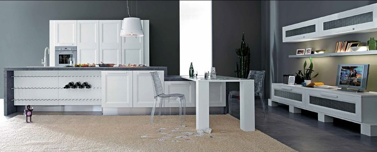 Lo spessore importante del telaio di 25 mm. accostato alle linee semplici dei mobili e degli accessori, rendono le composizioni Aqua adatte ad ambienti sia rustici che moderni.