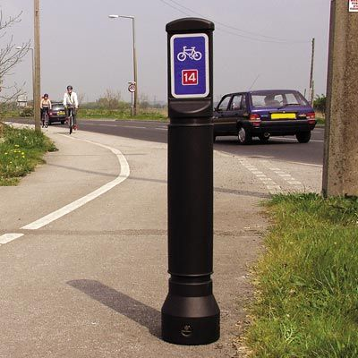 The Neopolitan Signhead™ bollard has a slim design taking up minimal space on the pavement. Ideal for use where only a single aspect sign face is required. #GlasdonUK #Bollard #SignFace #InformationBollard
