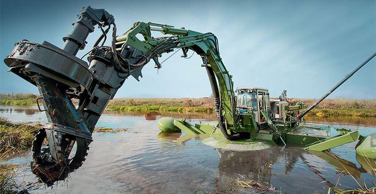 Bagr Watermaster má široké uplatnění při údržbě vodních ploch, díky své mobilitě se dostane i do pro člověka nedostupných míst.