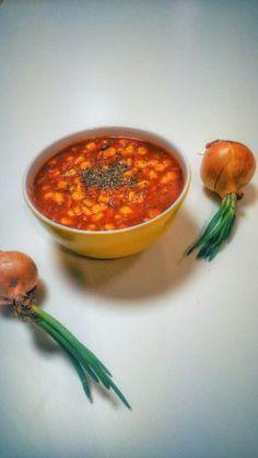 Rozgrzewa, syci, jest pikantna i słodka, a do tego wyjątkowo pyszna. Nie jest to zwykła pomidorówka. Nie ma w niej makaronu i koperku. Jest za to słodka kukurydza, suszone śliwki, chili i kilka sma…
