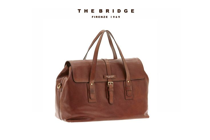 One of our #DecemberEssentials : the Travel Bag from our Marco Polo collection. Minimal, classy and versatile, it's made in vegetable tanned leather.  Get it now from our online shop.