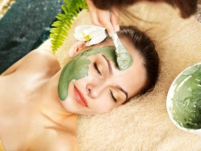Le masque à l'huile de bourrache et à l'argile verte permet de garder une peau…