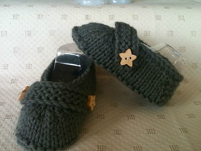 Boy booties with Star Wooden Buttons.  Soles measure 10cm.