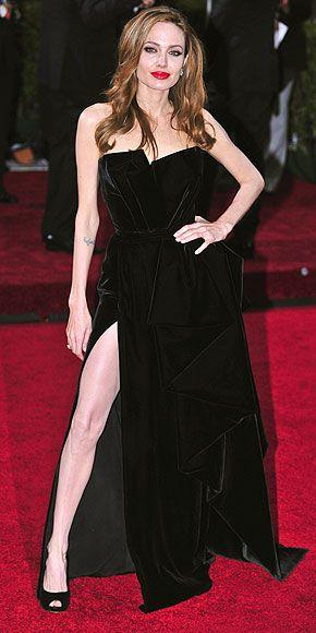ANGELINA JOLIEGirls Crushes, Jolie Photos, Hair Colors, Go Girls, Atelier Versace, Fashion Design, Dresses, Killers Legs, Angelina Jolie