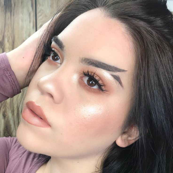 The 5 Best Stick Highlighters For The Perfect Face Glow-Up #glowup #highlighters #highlighter #highlightstick #highlightingstick #makeupsticks #makeupglow https://www.makeup.com/fishtail-eyebrow-trend