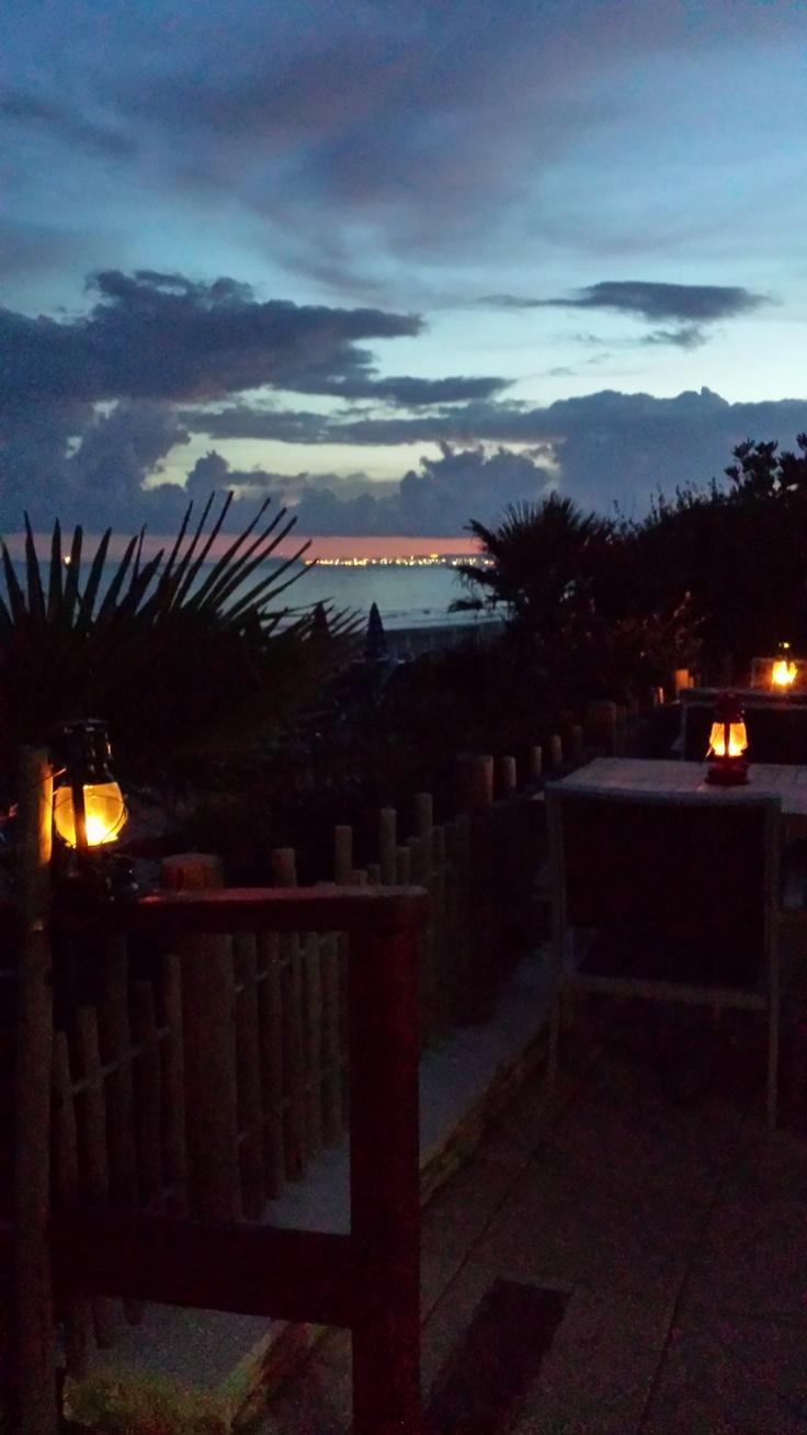 I nostri tavoli della veranda: lampade a petrolio e vista direttamente sul tramonto.  #sunset #tramonto #mare #beach #spiaggia #sea #follonica #toscana