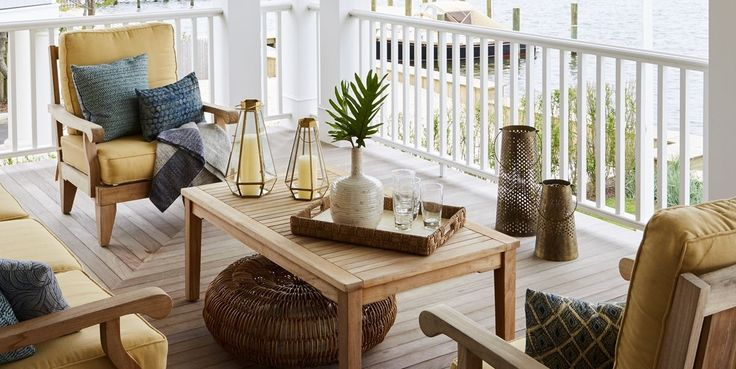 30 Transitional Outdoor Dining Areas To Help Ease Your Way Into Fall http://www.elledecor.com/design-decorate/g11275990/outdoor-dining/