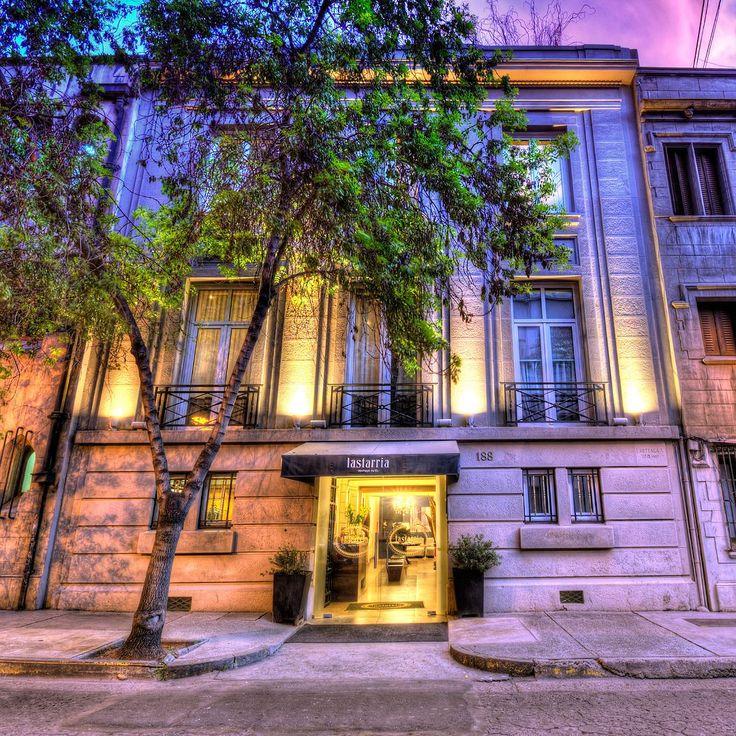 Acabamos de chegar ao@lastarriaboutiquehotel um lugar charmoso confortável e com excelente localização no coração de #Santiago #Chile - - - - - - - - - - -  #lastarriaboutiquehotel #lastarriahotel #lastarria #hotel #boutiquehotel #museobellasartes #mac #parqueforestal #Chilegram #turistikchile #Chile #MeGusta #SantiagoNoPara  #instachile #restaurante #vistalinda #cordillera #ferias #gourmet #ComerDormirViajar #blogueirorbbv  #travelling #travelblog #travelbloggers #travelblogging…