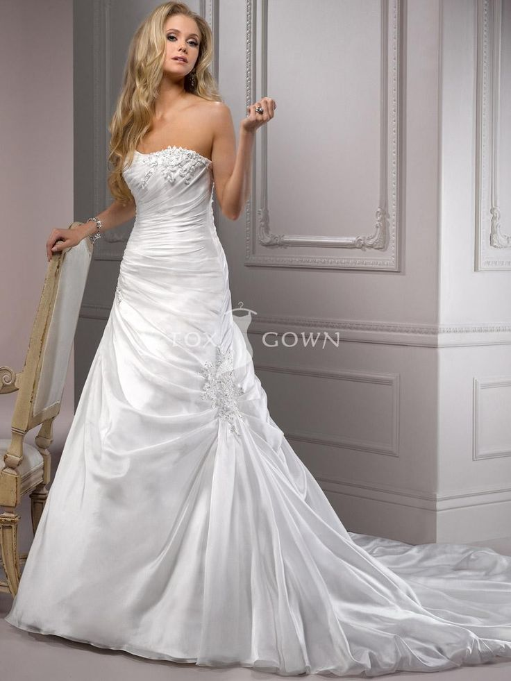 Zeitlose a-line Brautkleid mit weichen plissierten Mieder Scoop Halsausschnitt $483.8 Hochzeitskleider