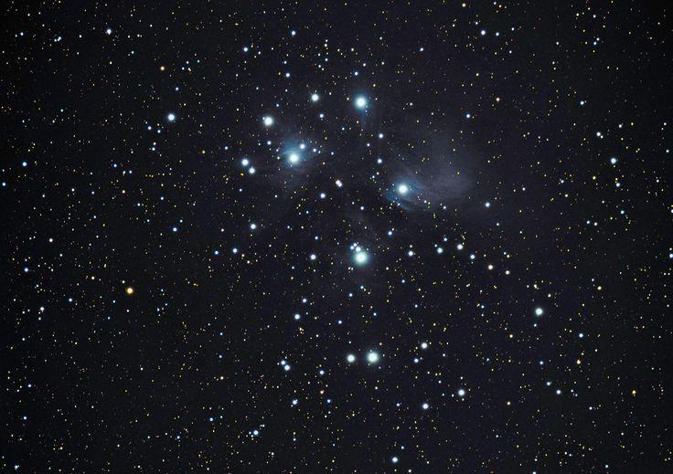 Neil Newby 3 oktober om 11:45   M45 - Pleiades - Seven Sisters  71 x 60sec Lights 20 x 60sec Darks 10 x Flats 10 x Bias  William Optics ZS71, William Optics x0.8 Reducer/Flattener Canon 700D (unmodded)