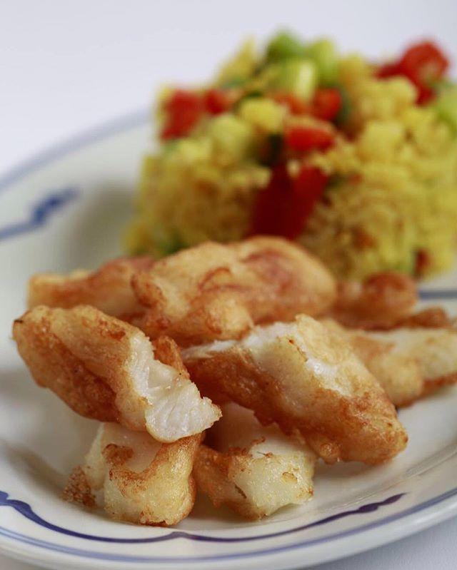 Heilbot-fishfingers met gebakken rijst met groente - geweldig lekker. #fishfingers #friedrice #fish #vis #heilbot #friedfish #dinner #snack #foodie #food #homemade #instagood #instafood #greatfood #comfortfood #huisgemaakt #foodpic by @karelzwa