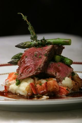 Peppered Beef Filet Lobster Mashed Potatoes with Pinot Noir #entertaining #dinnerparty #catering #entree