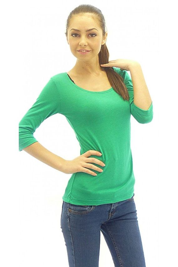Women blouse in grass green color. The blouse is with oval cut cleavage. The sleeves of the model are with 7/8 length. We would combine the blouse with long collier or lace.