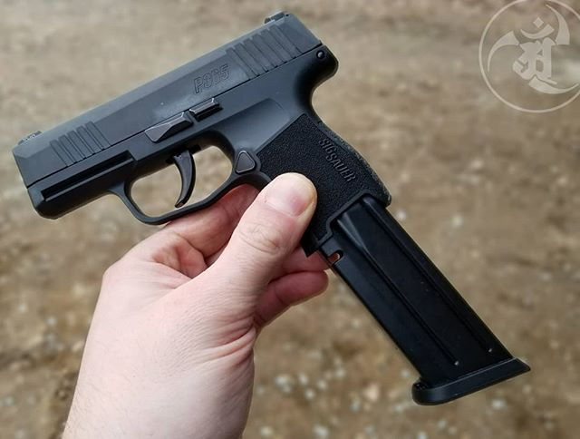 Extendo clipazines make the Sig Sauer P365 hard I'm the paint
