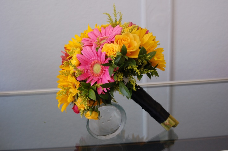 Sunflowers, gerbera daisies & roses.  What more do you need.  Happy flowers.  Rainbow Balloons, Flowers & Gifts.: Balloon Flowers, Gift, Rainbow Balloons, Rainbows Balloon