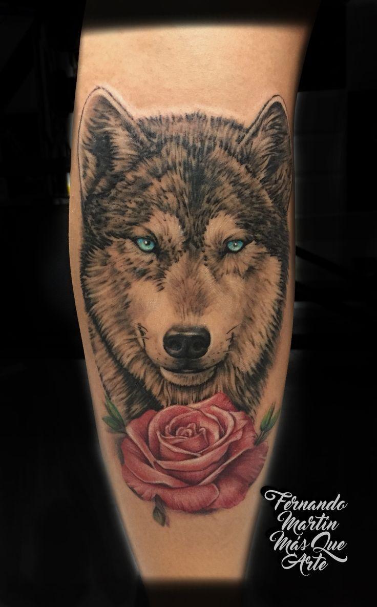 FERNANDO MARTIN TATTOO (Mas que arte Valladolid) Tatuaje realista de lobo y rosa con toques de color. Realistic wolf and rose tattoo with colour and black and grey.
