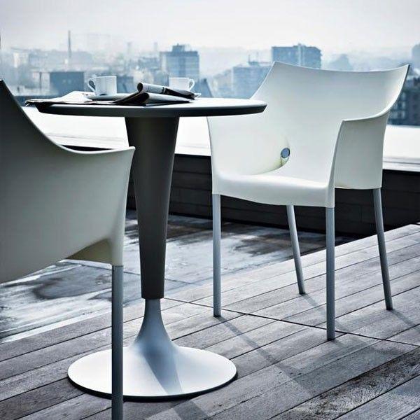 De #Kartell Dr. NO #eetkamerstoel (met onderstel in de kleur aluminium) is ontworpen door #PhilippeStarck.  Op zoek naar een echte klassieker? Deze bekende topper heeft al vele huizen en #tuinen opgefleurd. De Kartell Dr. NO #stoel ziet er prachtig uit en zit zo mogelijk nog lekkerder. De #pasteltinten zijn zacht, en ook goed met elkaar te combineren. #Flindersdesign #tuin #eetkamer #woonkamer #modern #design