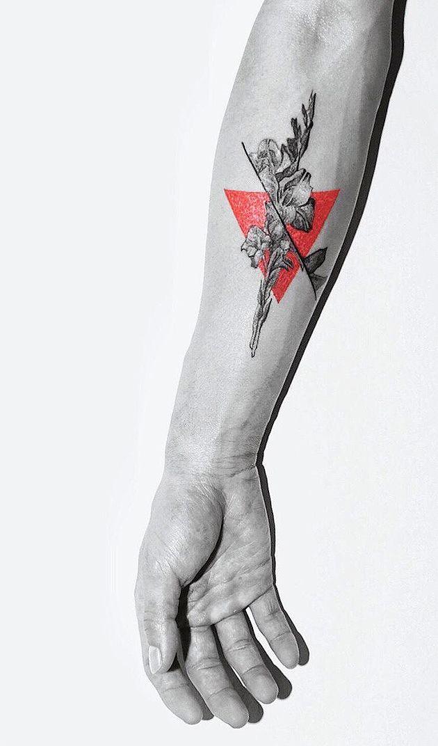 Modern Art Tattoos von Kaiyu Huang mit einem Klecks Farbe
