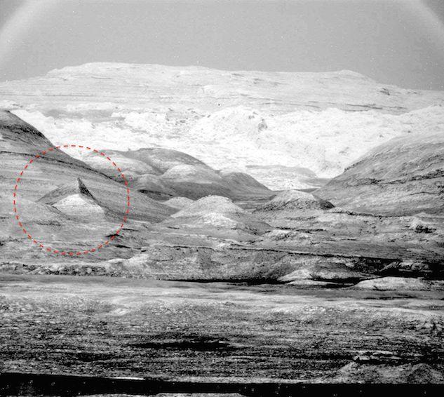 Una nuova piramide scoperta su Marte grazie alle foto del robot alieno della NASA. Aumentano le prove che dimostrano che alcuna vita intelligente abbia vissuto sul pianeta rosso.