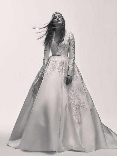 La première collection de robes de mariée d'Elie Saab Elie Saab Bridal http://www.vogue.fr/mariage/adresses/diaporama/la-premiere-collection-de-robes-de-mariee-delie-saab-elie-saab-bridal/30978#la-premiere-collection-de-robes-de-mariee-delie-saab-elie-saab-bridal-20