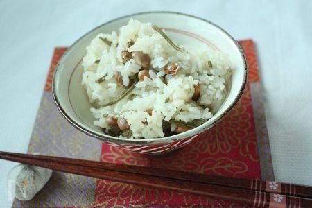 みなさんは、節分で残った豆をどうされていますか?我が家では昨年から、炊きこみ豆ご飯が定番になりました♪   豆の香ばしい風味とうま味がなんとも言えず美味^^