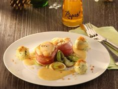 Seeteufel-Medaillons mit Bratapfelsauce ist ein Rezept mit frischen Zutaten aus der Kategorie Meerwasserfisch. Probieren Sie dieses und weitere Rezepte von EAT SMARTER!