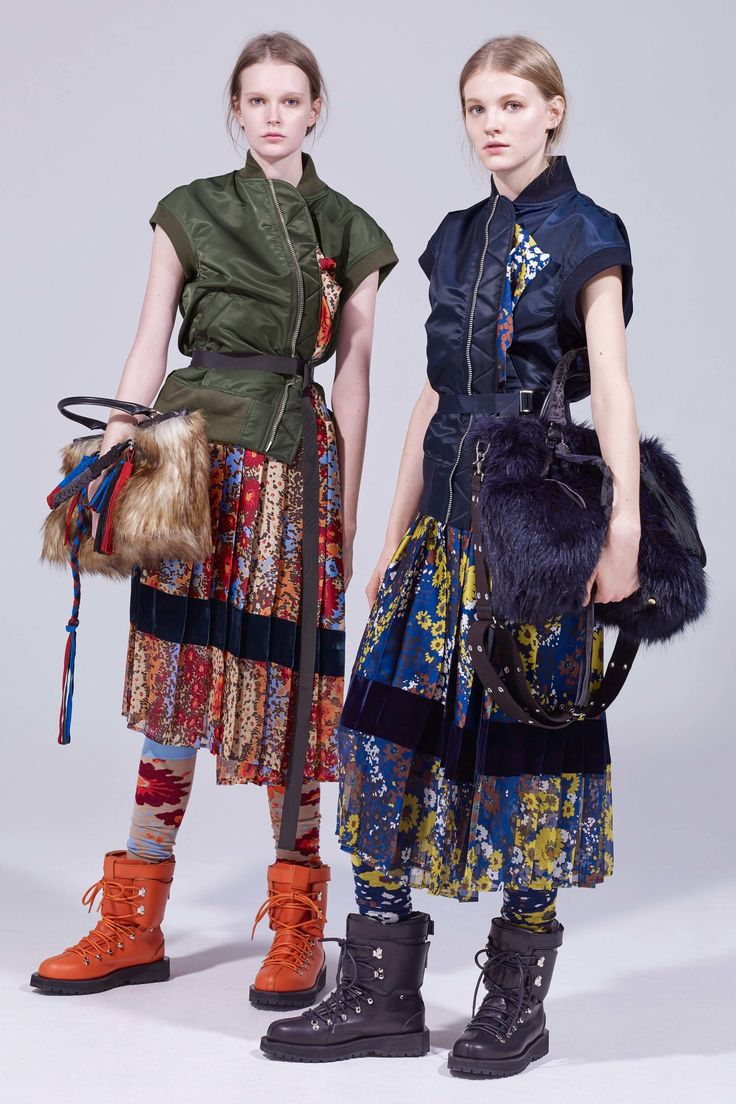 The complete Sacai Pre-Fall 2018 fashion show now on Vogue Runway.